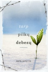 TARP PILKŲ DEBESŲ: lietuvių kilmės amerikiečių rašytojos pasaulinis bestseleris apie nepalaužiamą žmogaus dvasios prigimtį net didžiausių tragedijų akivaizdoje (parduota per 1 mln. kopijų!)