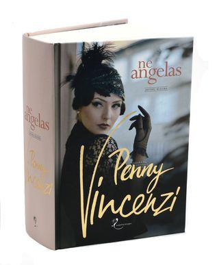 Šeimos sagų gerbėjams! NE ANGELAS. LAIKO PINKLĖS. 1-oji knygų serijos apie Litonų dinastijos gyvenimą dalis. Jaudinanti drama ir aistringa meilės istorija, kuri panardins į žavingą prabangos pasaulį ir įtrauks nuo pat pirmo puslapio!