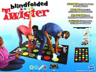 """Žaidimas """"Blindfolded Twister"""". Hasbro"""