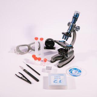 Mikroskopas su pašvietimu
