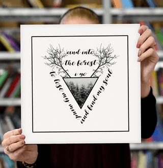 """Laimingų namų taisyklės """"And into the forest i go"""", juoda, 30 x 30 cm"""