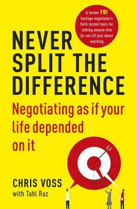 Never Split the Difference: Negotiating as if Your Life Depended on It (knyga su defektais)