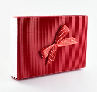 Dėžutė knygoms (raudona, taškuotas kaspinėlis, 16,5 x 25 x 4 cm)