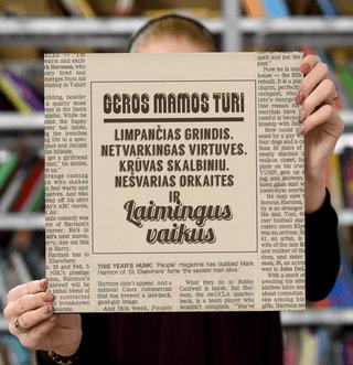 """Laimingų namų taisyklės """"Geros mamos turi limpančias grindis, netvarkingas virtuves, krūvas skalbinių, nešvarias orkaites ir laimingus vaikus"""", 30 x 30 cm (geriausia dovana MAMAI!)"""