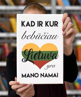 """Laimingų namų taisyklės """"Kad ir kur bebūčiau Lietuva yra mano namai"""", pilka, 30 x 20 cm"""